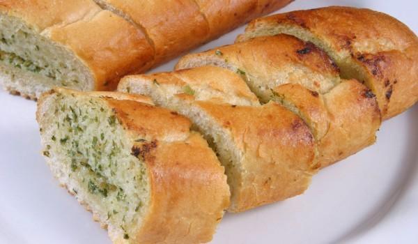 Хляб с лук и маслини