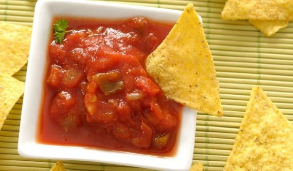 Пикантен доматен сос с кориандър