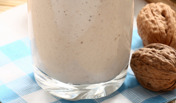 Орехово-сусамено мляко