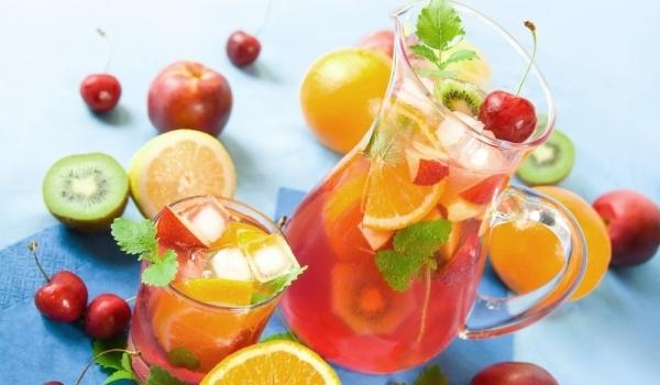 Лятна плодова напитка